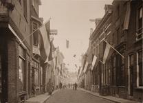 21574 Deventer - 1937 - 7 januariStraatversiering t.g.v. het huwelijk van Prinses Juliana en Prins Bernhard. ...