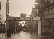 21575 Deventer - 1937 - 7 januariStraatversiering t.g.v. het huwelijk van Prinses Juliana en Prins Bernhard. ...