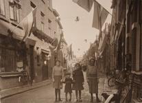 21576 Deventer - 1937 - 7 januariStraatversiering t.g.v. het huwelijk van Prinses Juliana en Prins Bernhard. ...
