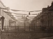 21579 Deventer - 1937 - 7 januariHet Groote en Voorster Gasthuis (Bagijnenstraat 26) in feesttooi t.g.v. het huwelijk ...