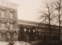 21582 Deventer - 1937 - 7 januariVersierde Boreelkazerne t.g.v. het huwelijk van Prinses Juliana en Prins Bernhard.