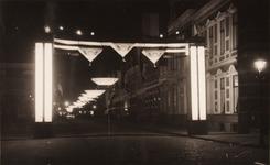 21605 Deventer - 1937 - januariStraatversiering en -verlichting t.g.v. het huwelijk van Prinses Juliana en Prins ...