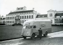 366 Collectie AupingAuping vrachtauto op paleis Soestdijk.chauffeur: Sas.