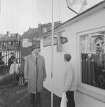 4311 Deventer - Persfotograaf D.W. Nijland: Speeltuinvereniging Het Hoornwerk . de heer B.J.A. van Wely onthult het ...