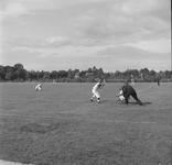 4567 Deventer - Persfotograaf D.W. Nijland: Honkbalwedstrijd. locatie onbekend.