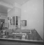 4846 Deventer - Persfotograaf D.W. Nijland: Maquette Sint Bernardus technische jongensschool aan de Willem de ...