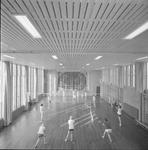 4897 Deventer - Persfotograaf D.W. Nijland: Gymnastieklokaal van het Alexander Hegius gymnasium aan de Noordenbergstraat.