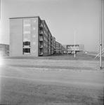 4903 Deventer - Persfotograaf D.W. Nijland: Het in 1964 gereedgekomen nieuwbouw van het Bejaardencentrum Humanitas aan ...