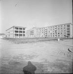 4906 Deventer - Persfotograaf D.W. Nijland: Humanitas. Het in 1964 gereedgekomen Bejaardencentrum aan de achterzijde ...