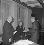 4932 Deventer - Persfotograaf D.W. Nijland: Afscheidsreceptie van de hr. Johan Winkler(1898-1986), hoofdredacteur bij ...