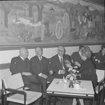 4935 Deventer - Persfotograaf D.W. Nijland: Afscheidsreceptie van de hr. Johan Winkler(1898-1986), hoofdredacteur bij ...