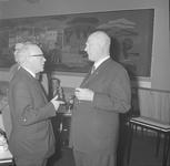 4938 Deventer - Persfotograaf D.W. Nijland: Afscheidsreceptie van de hr. Johan Winkler(1898-1986), hoofdredacteur bij ...