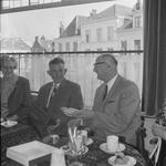 4946 Deventer - Persfotograaf D.W. Nijland: Receptie van de Hr. B.J.A. van Wely bij hotel, cafe, restaurant Royal.