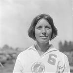 4952 Deventer - Persfotograaf D.W. Nijland: Wassink speelster van volleybalteam van de Kweekschool.