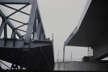 3532 Deventer - SpoorbrugInvaren en plaatsen van de nieuwe spoorbrug naast de Catherine Millerbrug.