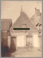 F001182 Een van de huisjes in de Schokkerbuurt, in 1859 verhuisden de bewoners van Schokland naar dit gedeelte in ...