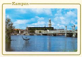F005685 Stadsfront met Nieuwe Toren en IJsselbrug.