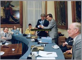 F004776 Van links naar rechts: 1. J. Kattenberg, 2. N.N., 3.dochter Annelies Bossink J.D. Bossink, 4.O. Pol, 5. H.C. ...