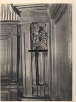 F001410 Detail van een fragment van de lambricering in de Schepenzaal.