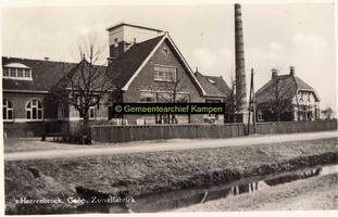 F007746 's Heerenbroek, Coöp. Zuivelfabriek aan de Bisschopswetering thans meubelfabriek.
