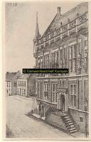 F001338 Een getekende voorstelling van het Oude Raadhuis aan de Oudestraat, de trapopgang is verwijderd bij de ...
