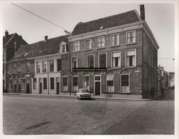 F001169 Panden Nieuwe Markt 2 t/m 12 op de hoek met de Buiten Nieuwstraat. Voorheen was hier hotel Het Hof van Holland ...
