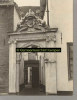 F000835 Linneweeversgildepoortje in de Groenestraat 160 (uit 1665) ,waarachter vroeger Stadswerkhuis.