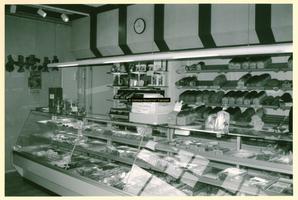 F009208 De winkel van bakkerij Nijland.