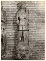 F001371 Oorspronkelijk grijs zandstenen beeld, afkomstig van de gevel van het Oude Raadhuis aan de Oudestraat, ...