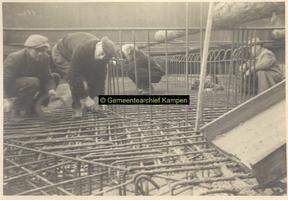 F005281 Album met foto's, aangeboden door Aannemersbedrijf Corn. van Dijk tergelegenheid van de opening van de Oude ...