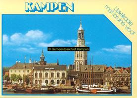 F005678 Stadsfront met Nieuwe Toren en de zeilschepen van de bruine vloot.