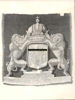 F001403 Raadskussen met het wapen van Kampen, voor de restauratie.