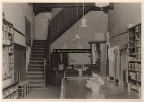 F001746 Interieur openbare leeszaal en bibliotheek.Het Gotische Huis, een voormalig koopmanshuis uit de 15e of 16e ...