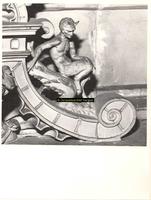 F001587 Detailfoto van een ornament met een faun (demon, half man - half bok) dat onderdeel uitmaakt van de zandstenen ...