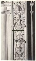 F001558 Detailfoto van de ornamenten met bloemmotieven, arabesken en satyrs aan de rechterzijde van Prudentia ...