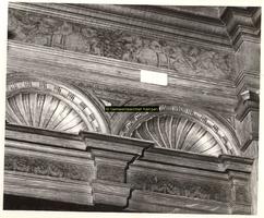 F001422 Detailfoto van de lambrizering in de Schepenzaal van het Oude Raadhuis te Kampen.