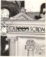 F001524 Detailfoto van het hoekornament bij het wapen van Karel de V, vervaardigd door beeldhouwer meester Colijn de ...