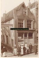 F001290 Deels afgebrand pand Oudestraat, hoek Geerstraat (of Balkensteeg) rond 1906.