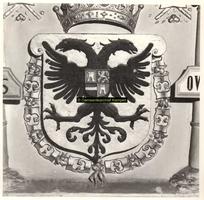 F001522 In de top van de schouw, onder het borstbeeld het wapen van Karel de V, vervaardigd door beeldhouwer meester ...