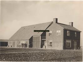 F001091 Huis met boerenschuur op het erf 150 op het Kampereiland van de familie De Munnik.