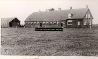 F001086 Boerderij met schuur op het Kampereiland - erf 124.