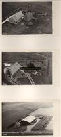 F001083 Een drietal erven op het Kampereiland: 111, 112 en 116 (nummers in potlood bijgeschreven); met boerderijen, ...