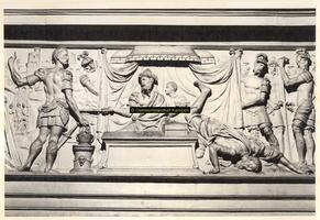 F001516 Middelste gedeelte van het reliëf Mucius Scaevola voor Porsenna op het fries van de zandstenen schouw ...