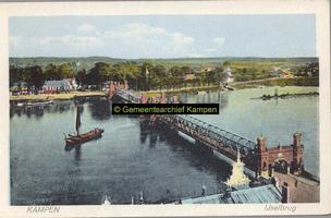 F002522 De IJsselbrug van vóór 1940, gezien vanaf de Nieuwe Toren richting IJsselmuiden.