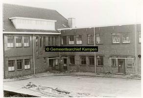 F001127-3 Binnenplaats met gedeelte van het gebouwencomplex van de Rijksdienst voor de IJsselmeerpolders (van 1940 tot ...
