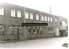 F001126-3 Binnenplaats met gedeelte van het gebouwencomplex van de Rijksdienst voor de IJsselmeerpolders (van 1940 tot ...
