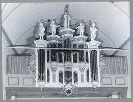F003399 Voorzijde van het nieuwe orgel in de N.H. kerk aan de Dorpsweg in IJsselmuiden.