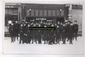F003273 Leden van de W.A. (Weerbaarheidsafdeling) in zwarte uniformen was de sterke arm van de N.S.B. In 1932 wordt de ...