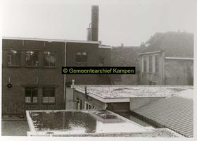 F001126-1 Binnenplaats met gedeelte van het gebouwencomplex van de Rijksdienst voor de IJsselmeerpolders (van 1940 tot ...