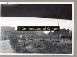 F001189-1 Het einde van de Noordweg bij de hoek met de Rieteweg (rechts), in de jaren vijftig verdwenen een aantal ...